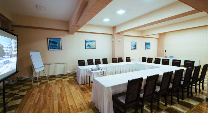 Large Meeting Area in Hotel Montana